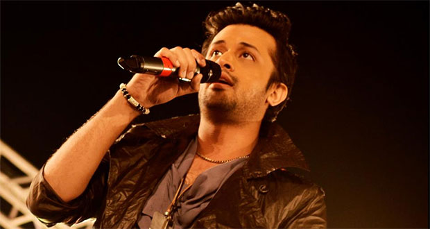 Atif Aslam saves a girl from eve-teasers by stopping live performance