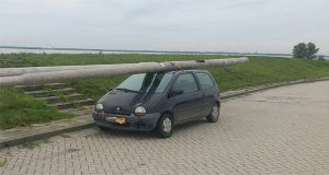 Dutch Driver Held With Stolen Two Lamp Posts on Car