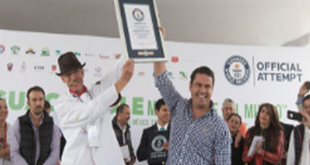 World's Largest Serving of Guacamole Prepared in Mexico