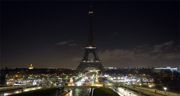 Eiffel Tower Goes Dark For Somali victims