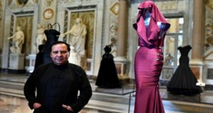 Fashion Designer Azzedine Alaia The 'King Of Cling' Dies at 77
