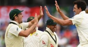 Two Late wickets Help Aussies To Reduce England To 233-5
