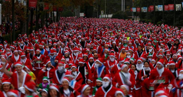 Thousands Dressed as Santa Claus Run for Charity in Madrid