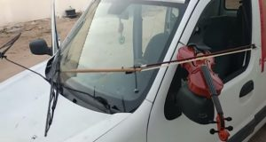 Musician Uses Car's Windshield Wipers to Play Violin