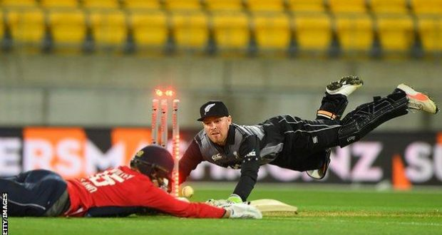 New Zealand Beat England in Tri-Series