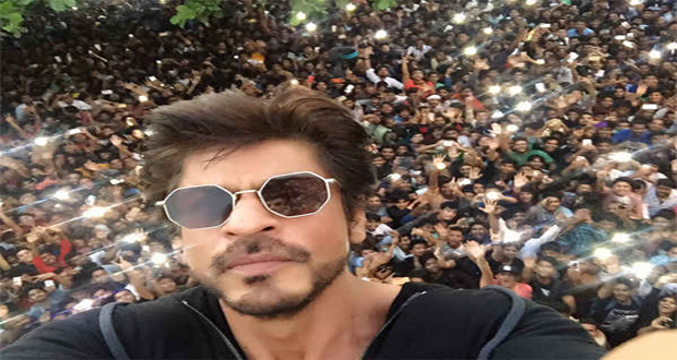 Shahrukh Celebrates 33 Million Followers on Twitter