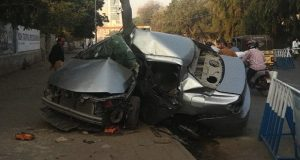 One Injured As Car Crashes Into Pole At I.I. Chundrigar Road